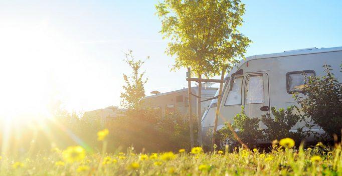 camping en zonlicht